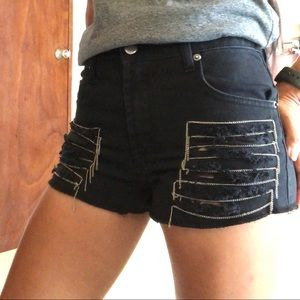 Chain Distressed Short